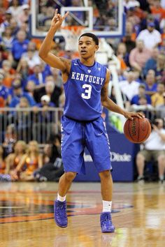 Tyler Ulis is perfection on the court. Love to watch him manage the floor University Of Ky Basketball, I Love Basketball, Wildcats Basketball, Kentucky Basketball, College Basketball, Basketball Players, Kentucky Athletics, Kentucky Wildcats
