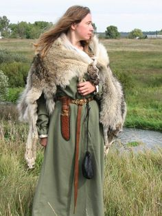 viking costume - I love this, especially the knife. Always be prepared :D clothes fantasy Viking Garb, Viking Reenactment, Viking Dress, Viking Warrior, Medieval Costume, Viking Woman, Medieval Dress, Historical Costume, Historical Clothing
