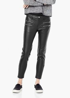 Leather pants: our favorite ones to buy now