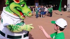 Deaf boy, communicates with mascot in sign language in heart-melting video. Heart Touching Story, Touching Stories, Dayton Dragons, Sign Language Interpreter, Learn Another Language, Feel Good Stories, American Sign Language, Faith In Humanity Restored, Warm Fuzzies