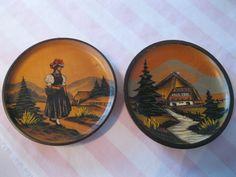 2  Assiettes décorative  en  bois  Allemangne vintage  peint fait à la main de la boutique Roselynn55 sur Etsy