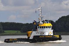 3 juli 2016 inkomend Nieuwe Waterweg met een ponton op sleep  DUTCH PIONEER   http://koopvaardij.blogspot.nl/2016/07/passage-maassluis.html