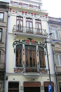 A beautiful and bright apartment - Casa Arte Nova Cidade do Porto Art Nouveau Architecture, Beautiful Architecture, Beautiful Buildings, Art And Architecture, Architecture Details, Art Nouveau Jewelry, Art Deco Design, Belle Epoque, New Art