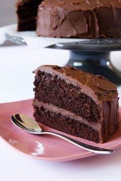 """En français, on peut traduire ce fameux """"Devil's Food Cake"""" par """"Gâteau du Diable"""".... Effectivement il est """"diablement"""" bon, et bien sûr 100% chocolat..."""