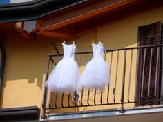 Coppia di danzatrici sul balcone.