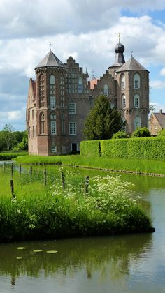Kasteel Croy, Aarle-Rixtel, The Netherlands Beautiful Castles, Beautiful Buildings, Beautiful Places, Castle House, Castle Ruins, Palaces, Places To Travel, Places To See, Travel Around The World