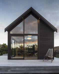 The 45m2 Thurston Studio, #Wellington #NewZealand by Architect Cushla Thurston | More images @tinyhousemag #interiors #interiordesign…