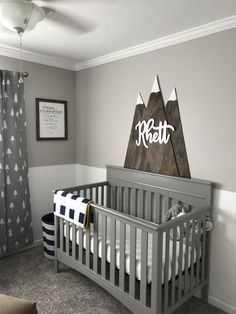 25 Gorgeous Baby Boy Nursery Ideas to Inspire You. Mountain themed nursery for baby boys Your baby boy deserves to be spoiled with a perfect nursery. Discover our baby boy nursery ideas, decor, paints Baby Boy Nursery Room Ideas, Baby Room Boy, Baby Bedroom, Baby Boy Nurseries, Baby Boys, Girl Nursery, Themed Nursery, Nursery Gray, Gray Crib