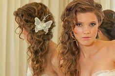 Inspirada nos posts com sugestõesde penteados para cabelos curtos e penteados para cabelos longos e soltos, resolvi fazer uma listinha dessas também.Atendendo a pedidos dos comentários que li, e por ser uma cacheada COM MUITO ORGULHO, minha ideia foi apresentar penteados de casamento, tanto para as noivas como para convidadas e madrinhas também, que vão …