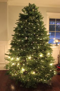 Christmas Tree lighting tip: Use two different sized lights to create a beautiful effect. {Top is just small lights, bottom has the small lights and large bulbs}