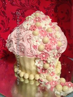 Coolest Giant Cupcake... This website is the Pinterest of birthday cake ideas