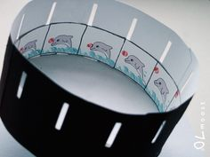 make a zoetrope - DIY short paper animations or flip books illusion Science For Kids, Activities For Kids, Science Ideas, Cultura Maker, Diy For Kids, Crafts For Kids, Heide Park, English Projects, Belly Painting