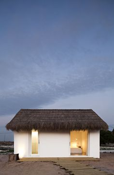 180 sq meter beach hut in Portugal. Casa na Areia / Aires Mateus | Tiny Homes