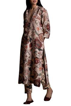Buy Floral digital print Straight Cut Kurta by Torani at Aza Fashions Pakistani Dresses Casual, Pakistani Dress Design, Casual Dresses, Pakistani Suits, Women's Casual, Indian Fashion Designers, Indian Designer Wear, Indian Attire, Indian Outfits