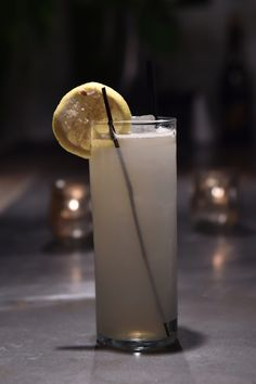 Hardwood Collins cocktail, with white rye, Icelandic birch, sugar maple, lemon, soda and smoked salt at Garret East. [Photo: Steve Eichner]