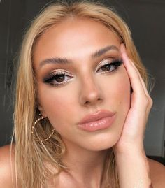 10 Ultimate Summer Makeup Trends That Are Hotter Than The Summer Days Beauty Make-up, Beauty Bay, Beauty Hacks, Hair Beauty, Makeup Trends, Makeup Inspo, Makeup Inspiration, Prom Makeup, Bridal Makeup