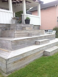 Vår trappa Garden Stairs, Deck Stairs, Outdoor Rooms, Outdoor Living, Outdoor Decor, Patio Deck Designs, Patio Steps, Front Deck, Building A Deck