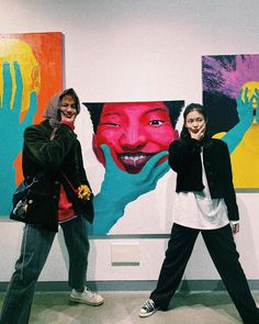 Jennie posted new photos with Mino and his three art pieces that are being displayed as part of the Special Exhibition for Emerging Artists 2019 at Seongnam Art Center's 808 Gallery. Blackpink Jennie, Jennie Kwon, Yg Entertainment, South Korean Girls, Korean Girl Groups, K Pop, Mino Winner, Rapper, Funny Memes