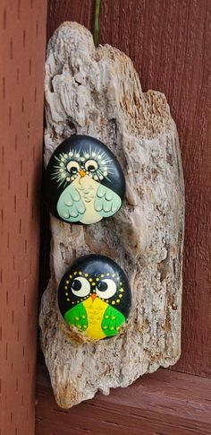 Hand painted stone birds by redtruckrelics on etsy fun craft Pebble Painting, Pebble Art, Stone Painting, Rock Painting, Caillou Roche, Owl Rocks, Art Pierre, Rock And Pebbles, Owl Crafts