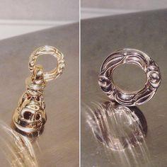 Dove Bell Pendant Small 18K Yellow Gold &  Heron Ring Pendant 18K White Gold  ロンワンズではシルバー以外にゴールドやプラチナでの製作も承っております。  カラーは一般的なイエローゴールドの他にローズゴールド、ホワイトゴールド、グリーンゴールドの4種類でございます。  ロンワンズ青山  〒150-0001 東京都渋谷区神宮前3-6-1 TEL:03-5785-0766 OPEN 12:00 - CLOSE 20:00