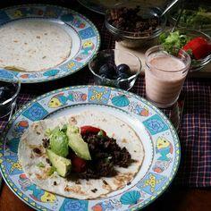 bkf = burrito, carrot apple Chia seed yogurt smoothie plus fresh Kyoho grape