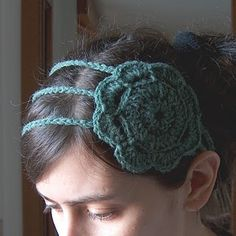 A gorgeous flower crochet headband, easy to make and so cute!   @Tara Hester