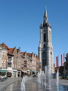A tout juste une 30aine de kilomètres de l'autre côté de la frontière, une jolie découverte, Tournai : sa grand-place, ses quais et ses bonnes bières en font une ville plus que sympathique.