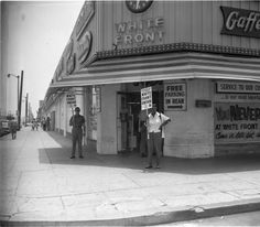 Strike at White Front Store located at 76th and Central,  Los Angeles, 1962 :: Institute for Arts and Media Photographs