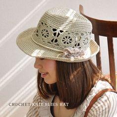 By Mariza Crochet Designer: Wonderful Hats . Crochet Cap, Cute Crochet, Crochet Crafts, Sombrero A Crochet, Fashion Casual, Crochet Woman, Summer Hats, Crochet Accessories, Crochet Clothes