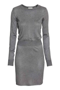 Fine-knit dress: Long-sleeved, fine-knit dress in soft fabric with an elasticated waist. Unlined.