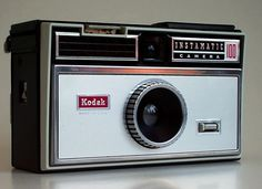 Kodak Instamatic 100. Pop up flash gun using AG1b bulbs. From the first series of Instamatics.