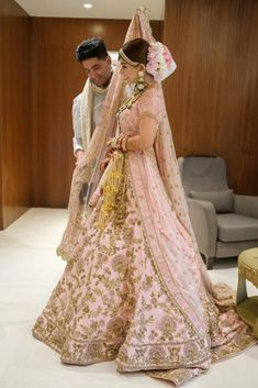 Exclusive Pictures of the most expensive Antalya Wedding of all time. Hochzeit in Antalya Designer Bridal Lehenga, Pink Bridal Lehenga, Latest Bridal Lehenga, Wedding Lehnga, Muslim Wedding Dresses, Indian Bridal Lehenga, Indian Bridal Outfits, Indian Bridal Fashion, Pakistani Bridal Dresses