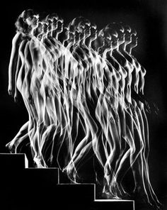 A photographic rendering of Marcel Duchamp's Nude Descending a Staircase No. 2 by Gjon Mili fine art nude Movement Photography, Light Painting Photography, Nude Photography, Marcel Duchamp, Gjon Mili, Eadweard Muybridge, Edward Weston, Multiple Exposure, Long Exposure