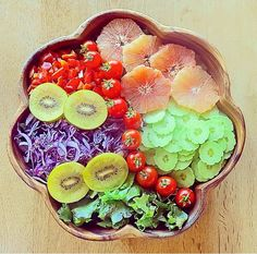 ✨Eating well is a form of self-respect.✨ Rainbow Salad🌈 Ruby Red Grapefruit, Kiwi Golden, Cucumber, Diced Red Bell Pepper, Shredded Purple Cabbage, Lettuce & Cherry Tomato with Lemon Juice.👌
