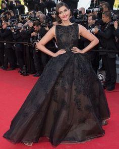 robe noire brodée majestueuse - Recherche Google