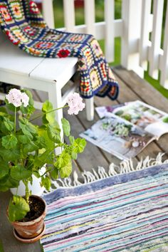 this looks like heaven. Red Cottage, Cottage Style, Porches, Porch Flooring, Shabby Chic, Love Home, Country Farm, Home Pictures, Balcony Garden