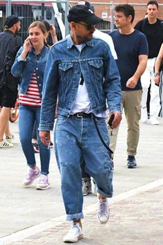 Cool 47 awesome casual jeans outfit ideas all jeans, loose fit jeans, den. Loose Jeans Outfit, Jeans Casual, Loose Fit Jeans, Denim Outfit, Jeans Fit, Mode Masculine, Estilo Jeans, Look Man, Mode Jeans