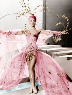 Lana Turner in Ziegfeld Girl ensemble - showgirl style with shooting stars and pink fabric. Lana Turner, Vintage Hollywood, Hollywood Glamour, 1940s Fashion, Vintage Fashion, Gothic Fashion, Fashion Beauty, Kino Theater, Burlesque Vintage