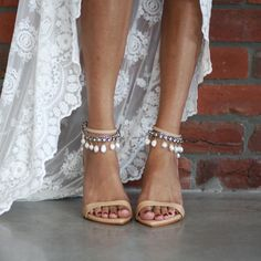 Beautifully sophisticated, the Dosa heel with the raw glamour of the Salita Matthews for Grace Loves Lace Hera anklet is a match made in heaven! Buy now!