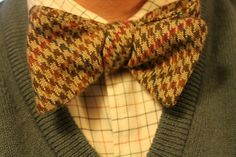 Houndstooth bow tie, olive v-neck