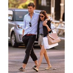 Choose a white and blue gingham long sleeve shirt and black chinos for a straightforward outfit that's also put together. A pair of black espadrilles will pull your full look together. Fashion Couple, Look Fashion, Mens Fashion, Spring Fashion, Fashion Guide, Fashion Bloggers, Fashion Clothes, Trendy Fashion, Men Clothes