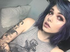 I HAVE THAT SHIRT. She wears it better though. :p | Billie Dawn Webb |