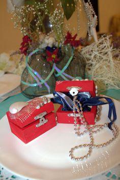 Wedding in a marine style - presents in the form of chests with treasures. Свадьба в морском стиле - бонбоньерки в виде сундучков с сокровищами.