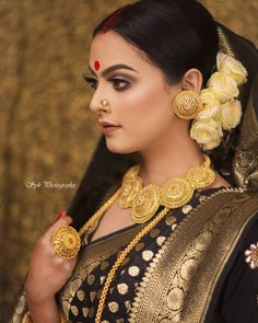 Image may contain: one or more people and closeup Indian Wedding Bride, Bengali Wedding, Bengali Bride, Indian Wedding Jewelry, Saree Wedding, Bengali Bridal Makeup, Bridal Makeup Looks, Indian Bridal Fashion, Bridal Looks