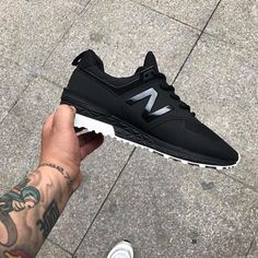Unbelievable Useful Ideas: Urban Fashion Swag Baddies urban fashion streetwear hip hop.Urban Fashion For Women Clothes. New Balance Sneakers, New Balance Shoes, Sneakers Mode, Sneakers Fashion, Fashion Shoes, Shoes Sneakers, Green Sneakers, Cheap Sneakers, Fashion Outfits