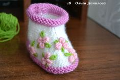Homemade baby booties are perfect gifts for babies. You can create a nice one with needles and some yarn!If you know the basics of knitting, here is a pictured tutorial for you to make a pair of pretty baby booties. They are so warm and comfortable for thelittle feet. I …