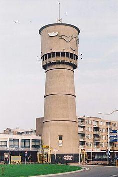 Den Helder de watertoren heeft hier nog een lelijk betonnen omhulsel.