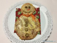 Aprende a preparar pizza con forma de muñeco de nieve con esta rica y fácil receta. Para esta pizza con forma de hombre de nueve o snow man lo primero que debes...