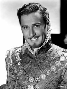 Errol Flynn - Photo by George Hurrell from The Private Lives Of Elizabeth And Essex Hollywood Stars, Old Hollywood Movies, Hollywood Actor, Golden Age Of Hollywood, Vintage Hollywood, Hollywood Glamour, Classic Hollywood, Hollywood Pictures, Hollywood Icons