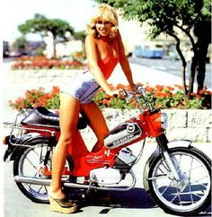 More mega sexy moped ladys from around the internets! Vespa Scooter, Vespa Girl, Scooter Girl, Vespa Lambretta, Motorcycle Posters, Motorcycle Art, Car Posters, Small Motorcycles, Vintage Motorcycles